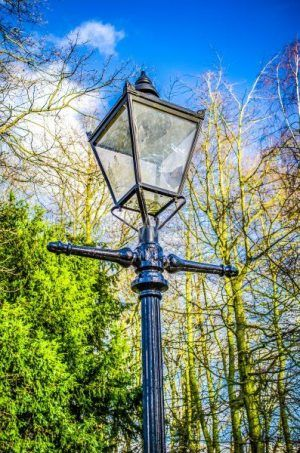 Broken street light - Photo Walk UK