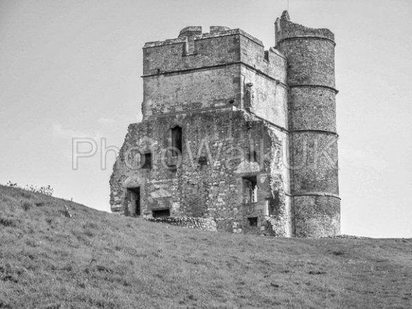 Donnington Castle with blue sky and green grass - Photo Walk UK